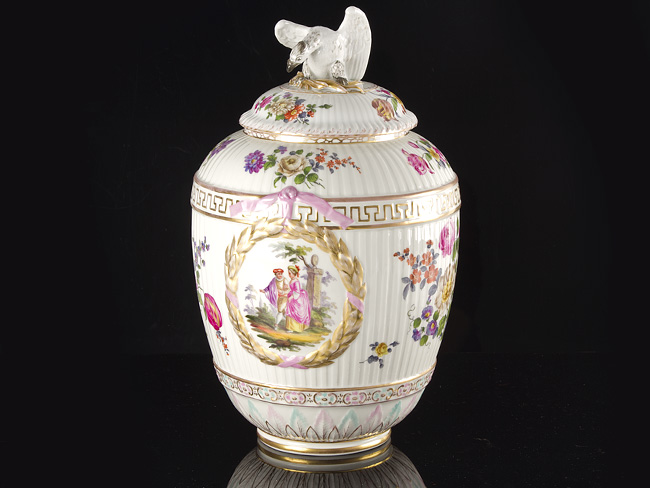 A KPM Neuosier Lidded Urn Vase, dating around 1770.